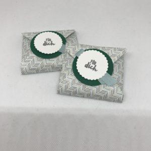 Geschenkverpackung für kleine Schokoladenquadrate